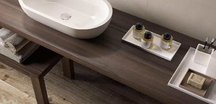 Tendenze bagno: materiali e colori naturali